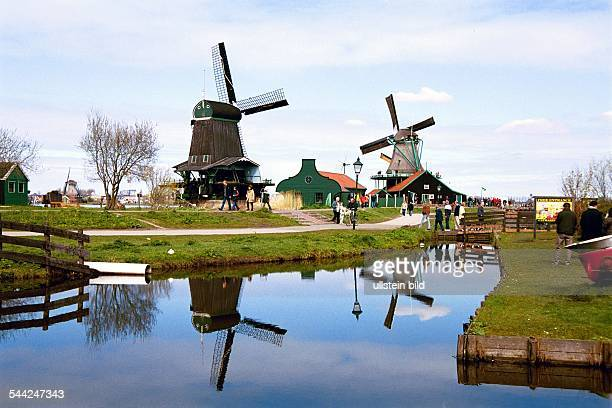 Das Freilichtmuseum von Zaanse Schans liegt 30 km von Amsterdam entfernt und ist ein Touristenmagnet Hier Windmühlen
