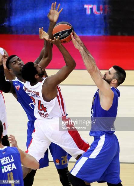 Hollis Thompson #34 of Olympiacos Piraeus competes with Branko Lazic #10 of Crvena Zvezda mts Belgrade during the 2017/2018 Turkish Airlines...