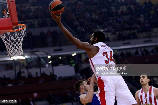 Hollis Thompson #34 of Olympiacos Piraeus in action during the 2017/2018 Turkish Airlines EuroLeague Regular Season Round 8 game between Olympiacos...