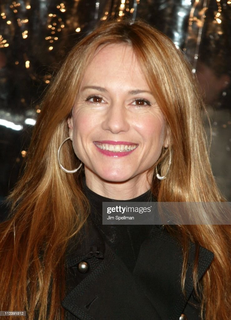 <a gi-track='captionPersonalityLinkClicked' href=/galleries/search?phrase=Holly+Hunter&family=editorial&specificpeople=201880 ng-click='$event.stopPropagation()'>Holly Hunter</a> during 'Mona Lisa Smile' - New York Premiere - Outside Arrivals at Ziegfeld Theater in New York City, New York, United States.