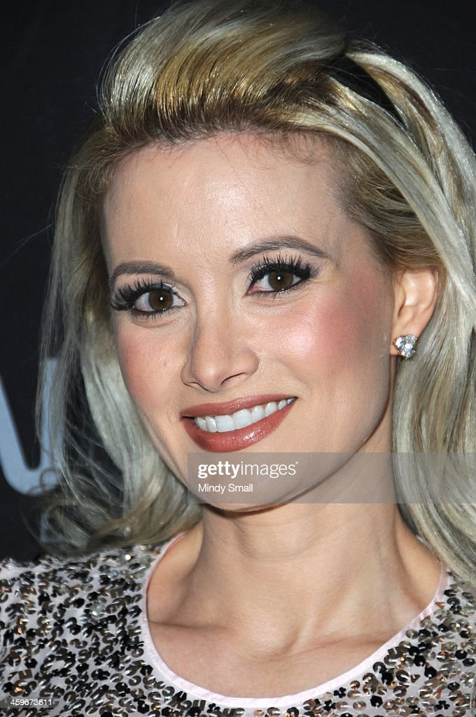 <a gi-track='captionPersonalityLinkClicked' href=/galleries/search?phrase=Holly+Madison&family=editorial&specificpeople=227275 ng-click='$event.stopPropagation()'>Holly Madison</a> arrives at Moon nightclub at the Palms Casino Resort on December 28, 2013 in Las Vegas, Nevada.