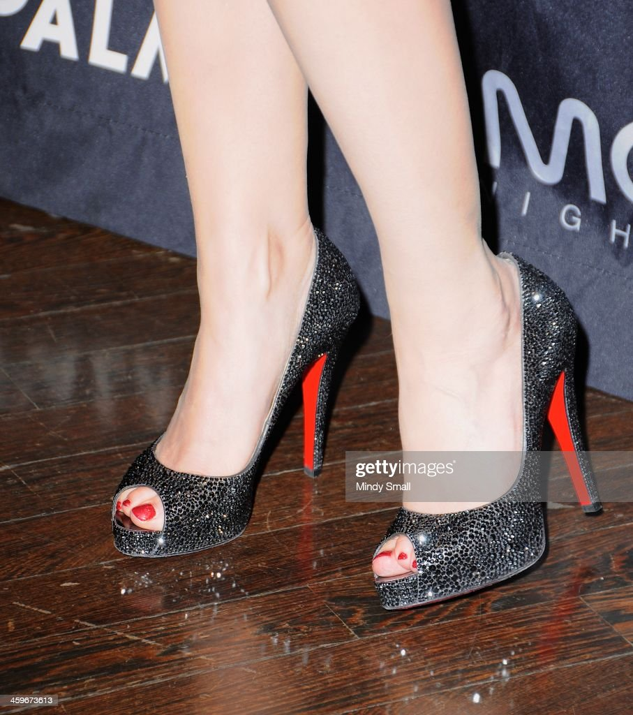<a gi-track='captionPersonalityLinkClicked' href=/galleries/search?phrase=Holly+Madison&family=editorial&specificpeople=227275 ng-click='$event.stopPropagation()'>Holly Madison</a> (Louboutin shoe detail) arrives at Moon nightclub at the Palms Casino Resort on December 28, 2013 in Las Vegas, Nevada.