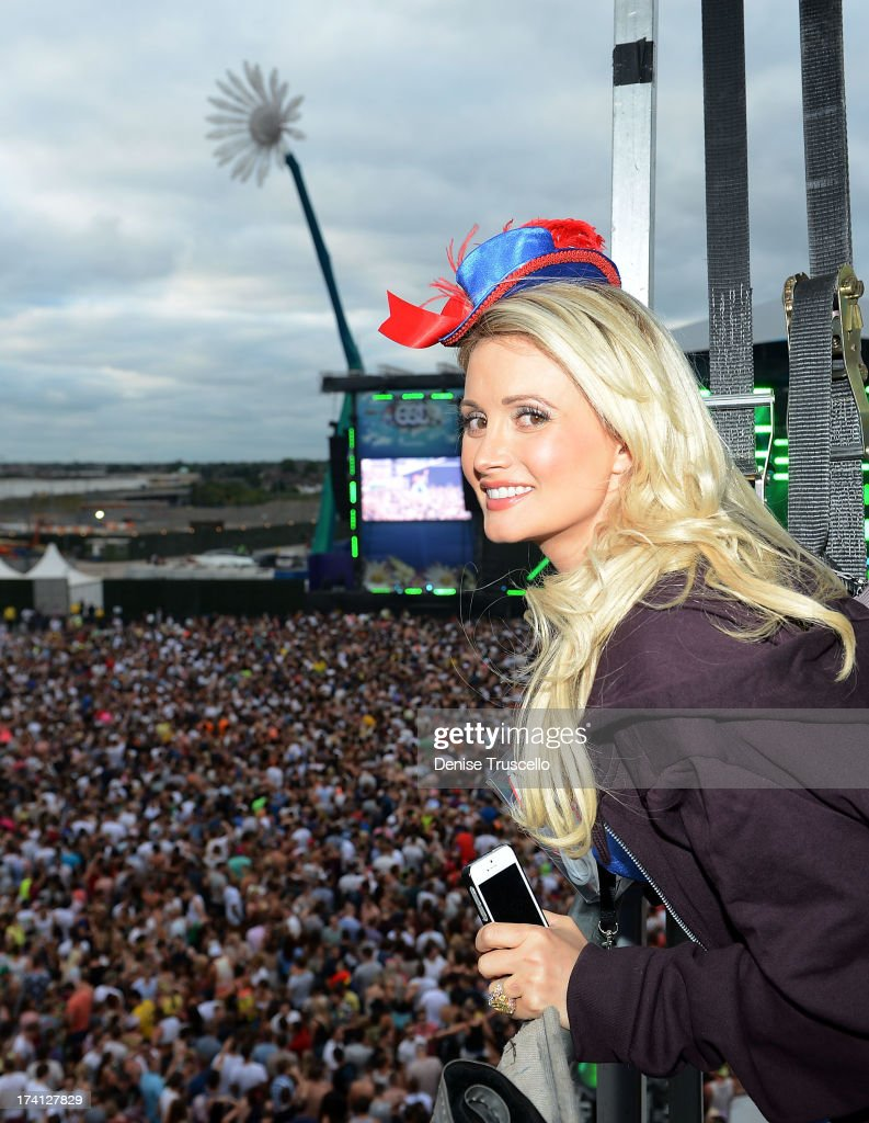 <a gi-track='captionPersonalityLinkClicked' href=/galleries/search?phrase=Holly+Madison&family=editorial&specificpeople=227275 ng-click='$event.stopPropagation()'>Holly Madison</a> attends the Electric Daisy Carnival: London 2013 at Queen Elizabeth Olympic Park on July 20, 2013 in London, England.