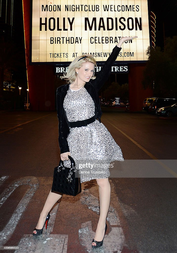 <a gi-track='captionPersonalityLinkClicked' href=/galleries/search?phrase=Holly+Madison&family=editorial&specificpeople=227275 ng-click='$event.stopPropagation()'>Holly Madison</a> celebrates her birthday at Moon Nightclub at the Palms Casino Resort on December 28, 2013 in Las Vegas, Nevada.
