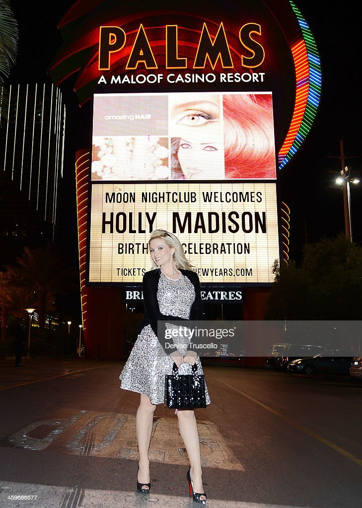 Holly Madison celebrates her birthday at Moon Nightclub at the Palms Casino Resort on December 28, 2013 in Las Vegas, Nevada.
