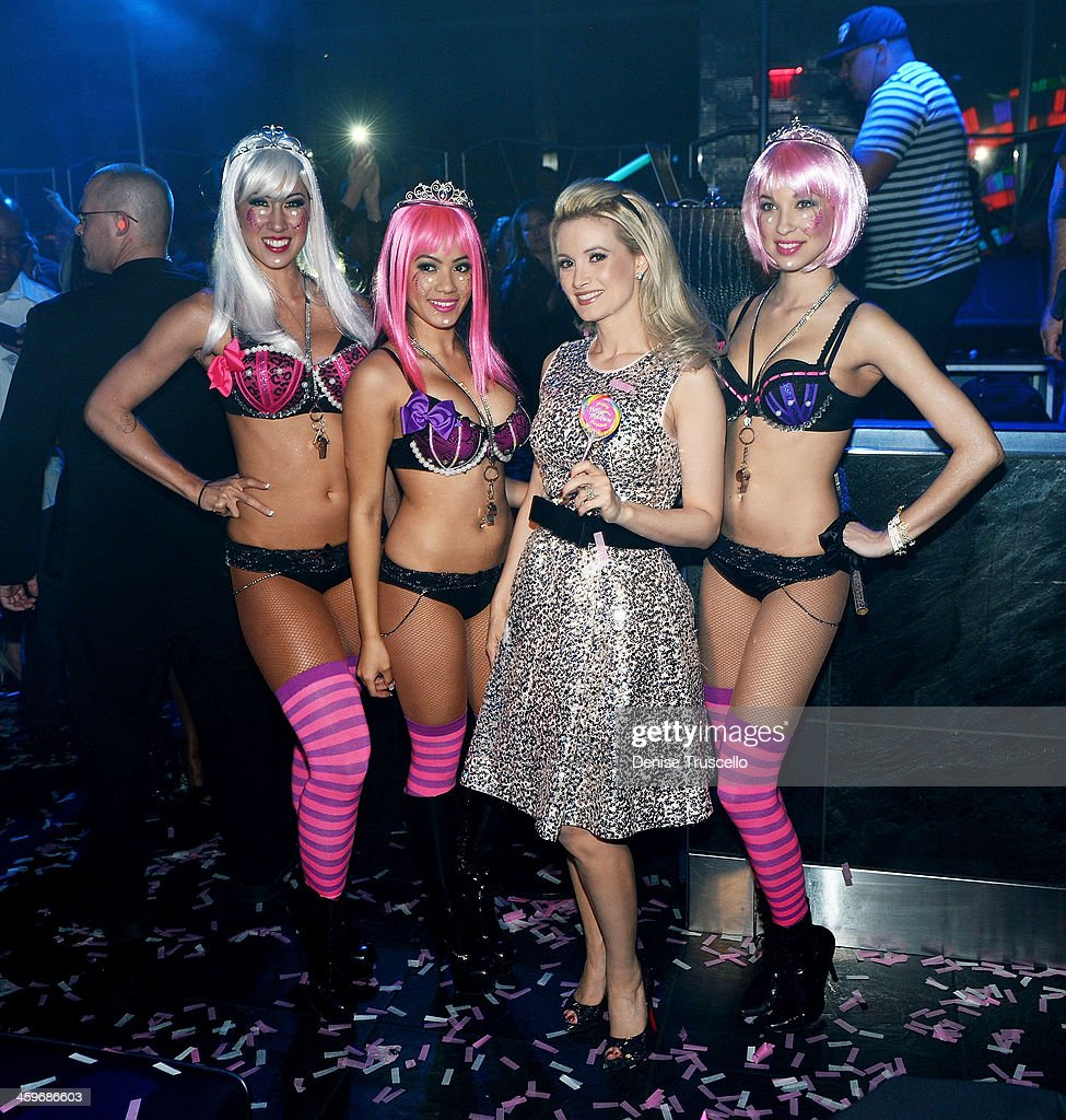 <a gi-track='captionPersonalityLinkClicked' href=/galleries/search?phrase=Holly+Madison&family=editorial&specificpeople=227275 ng-click='$event.stopPropagation()'>Holly Madison</a> (2nd from R) celebrates her birthday at Moon Nightclub at the Palms Casino Resort on December 28, 2013 in Las Vegas, Nevada.