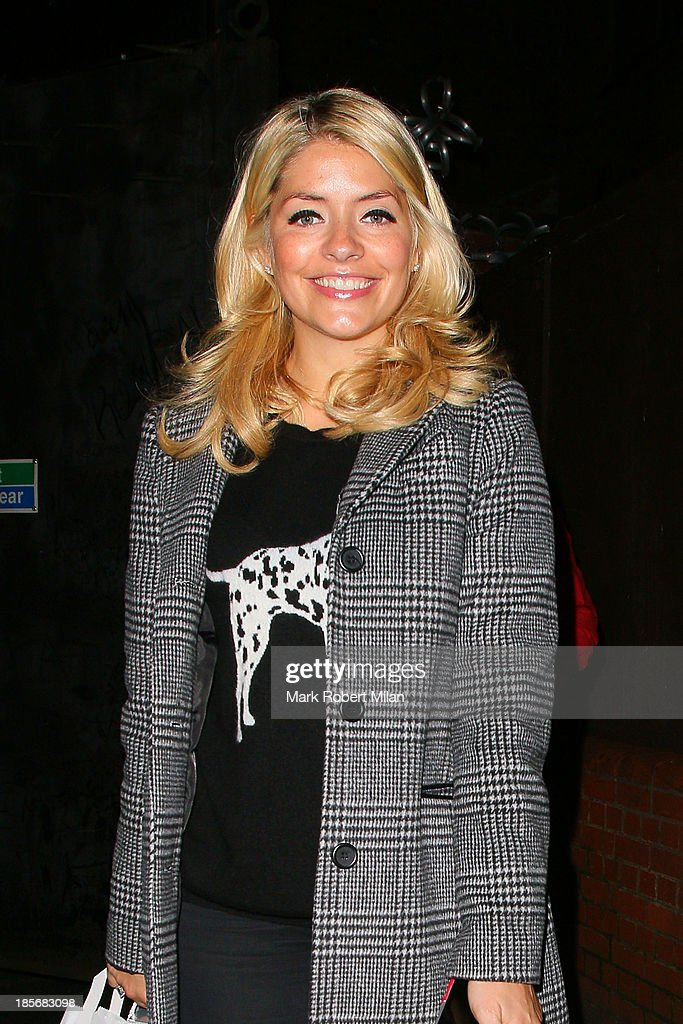 <a gi-track='captionPersonalityLinkClicked' href=/galleries/search?phrase=Holly+Willoughby&family=editorial&specificpeople=212941 ng-click='$event.stopPropagation()'>Holly Willoughby</a> leaving Riverside studios after filming Celebrity Juice on October 23, 2013 in London, England.