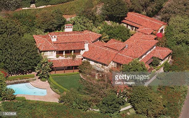 Hollywood actress Meg Ryan has just purchased an eiight million dollar home October 17 2000 in Bel Aire CA The 7000 square foot house has five...