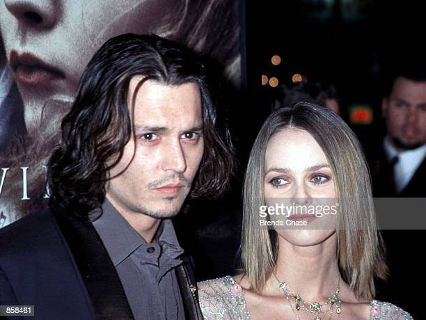 Hollywood CA Johnny Depp with his girlfriend Vanessa Paradis at the Los Angeles premiere of his new movie 'Sleepy Hollow' Photo by Brenda Chase...