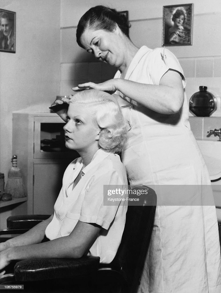 Hollywood Jean Harlow Being Combed In A Renowned Institut