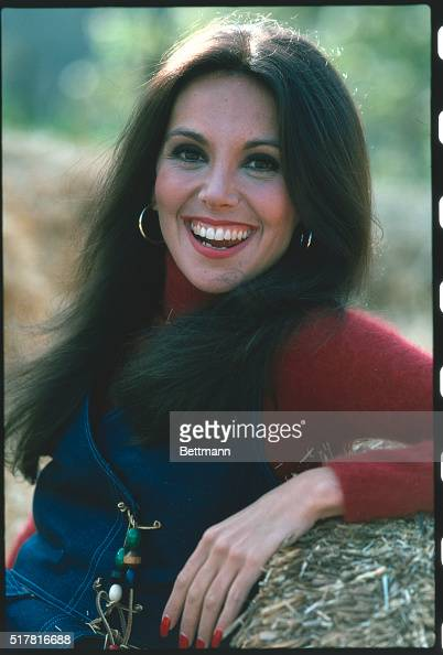 Marlo Thomas Posing Outdoors Pictures Getty Images