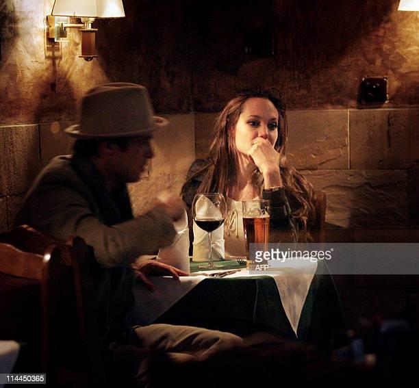 Hollywood Oscarwinning star and UN humanitarian ambassador Angelina Jolie and her husband Brad Pitt have a drink 02 May 2007 in a Prague restaurant...