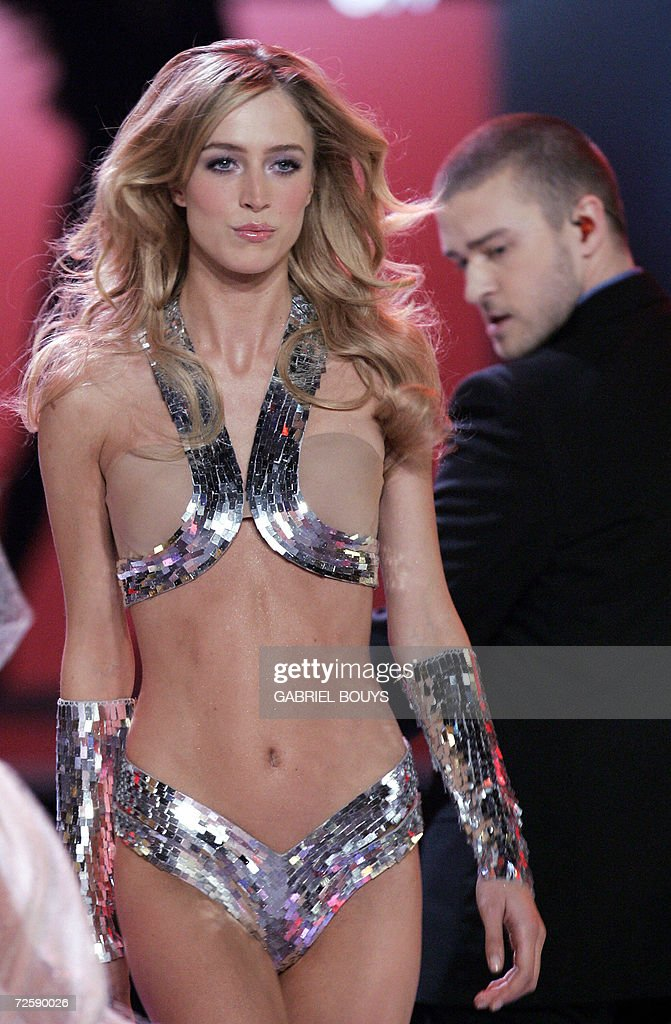 A model displays an outfit during the Victoria's Secret Fashion Show as singer <a gi-track='captionPersonalityLinkClicked' href=/galleries/search?phrase=Justin+Timberlake&family=editorial&specificpeople=157482 ng-click='$event.stopPropagation()'>Justin Timberlake</a> (R) looks at her in Hollywood, late 16 November 2006.