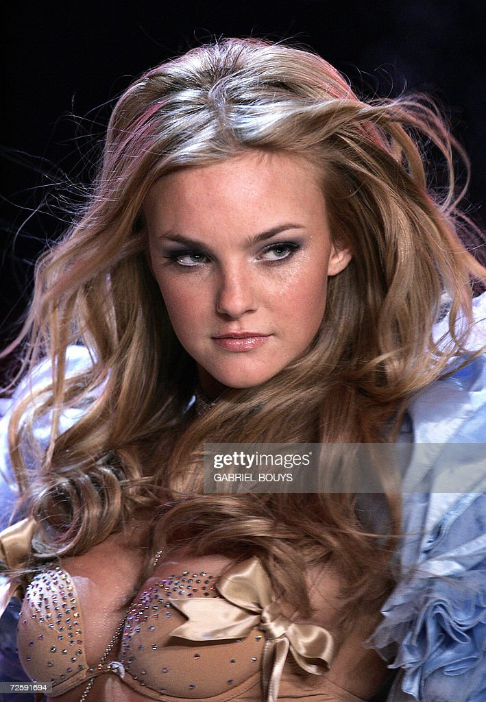 Model Caroline Trentini displays an outfit during the Victoria's Secret Fashion Show in Hollywood, 16 November 2006.