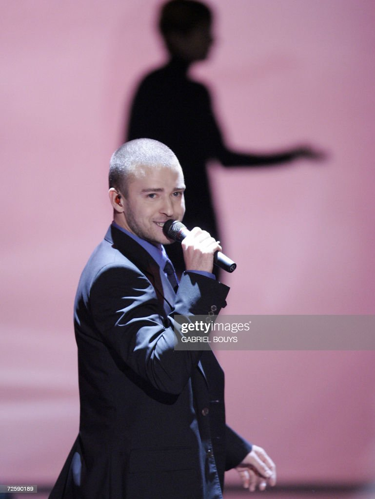 Singer <a gi-track='captionPersonalityLinkClicked' href=/galleries/search?phrase=Justin+Timberlake&family=editorial&specificpeople=157482 ng-click='$event.stopPropagation()'>Justin Timberlake</a> performs during the Victoria's Secret Fashion Show in Hollywood, 16 November 2006.