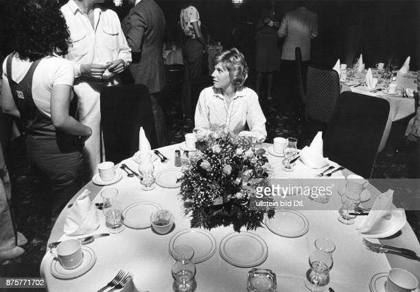 Hollywood Walk of Fame A new star for Canadian pop singer Anne Murray dinner in a restaurant after the ceremony