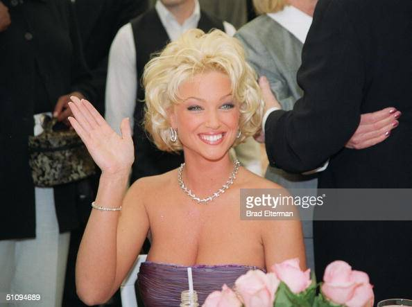 Holmby Hills Ca 1999 Playmate Of The Year Heather Kozar At The Playboy Mansion
