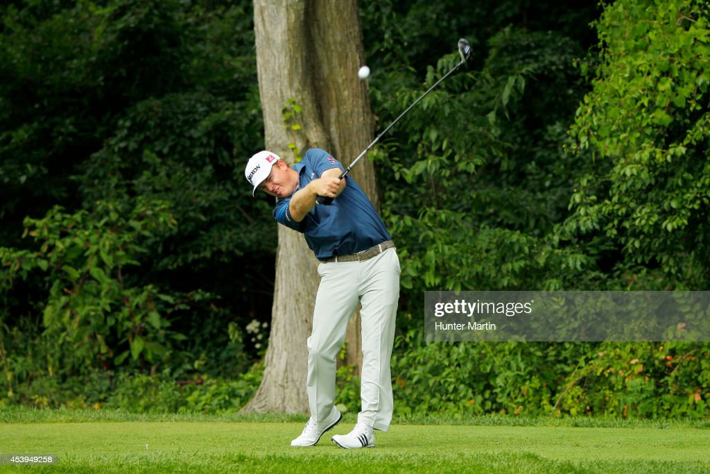 <a gi-track='captionPersonalityLinkClicked' href=/galleries/search?phrase=J.B.+Holmes&family=editorial&specificpeople=491000 ng-click='$event.stopPropagation()'>J.B. Holmes</a> plays his shot from the fourth tee during the first round of The Barclays at The Ridgewood Country Club on August 21, 2014 in Paramus, New Jersey.