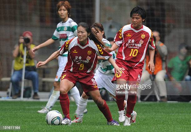 Homare Sawa of INAC Kobe Leonessa runs with the ball during the Nadeshiko League match between INAC Kobe Leonessa and NTV Beleza at Home's Stadium on...