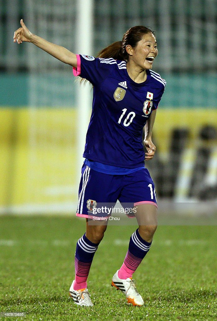 <a gi-track='captionPersonalityLinkClicked' href=/galleries/search?phrase=Homare+Sawa&family=editorial&specificpeople=744563 ng-click='$event.stopPropagation()'>Homare Sawa</a> of Japan celebrates after scoring the 1st goal against China during the AFC Women's Asian Cup Semi Final match between Japan and China at Thong Nhat Stadium on May 22, 2014 in Ho Chi Minh City, Vietnam.