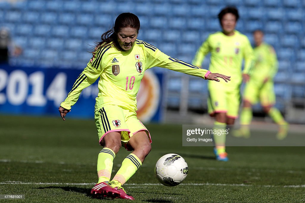 <a gi-track='captionPersonalityLinkClicked' href=/galleries/search?phrase=Homare+Sawa&family=editorial&specificpeople=744563 ng-click='$event.stopPropagation()'>Homare Sawa</a> of Japan during the Algarve Cup 2014 match between Japan and Sweden on March 10, 2014 in Loule, Portugal.