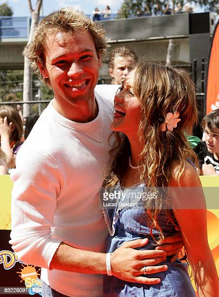 Home and Away actors Lincoln Lewis and Rebecca Breeds arrive at the Nickelodeon Australian Kids' Choice Awards 2008 at the Hisense Arena on October...