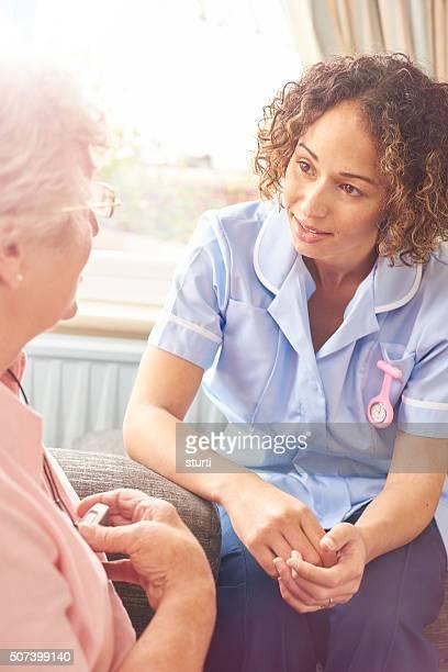 Pflegekraft reisen Sie sich wie zu Hause