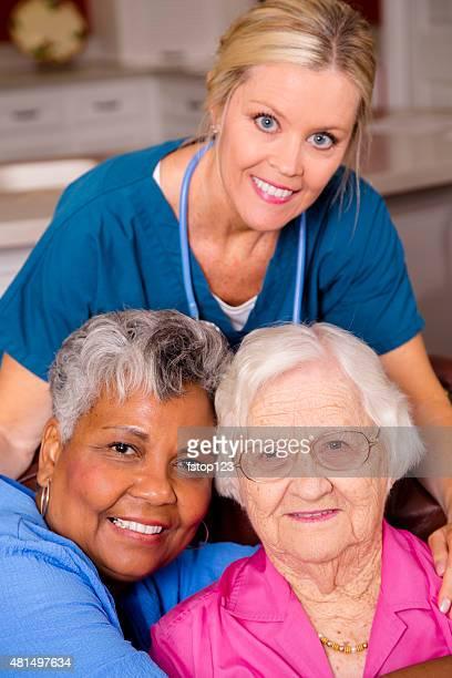 Home healthcare Krankenschwester Besuch Ihrer Aktiver senior Patienten. House call.