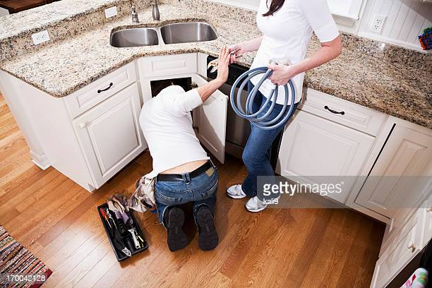 Casa de mantenimiento, fijación lavamanos de la cocina