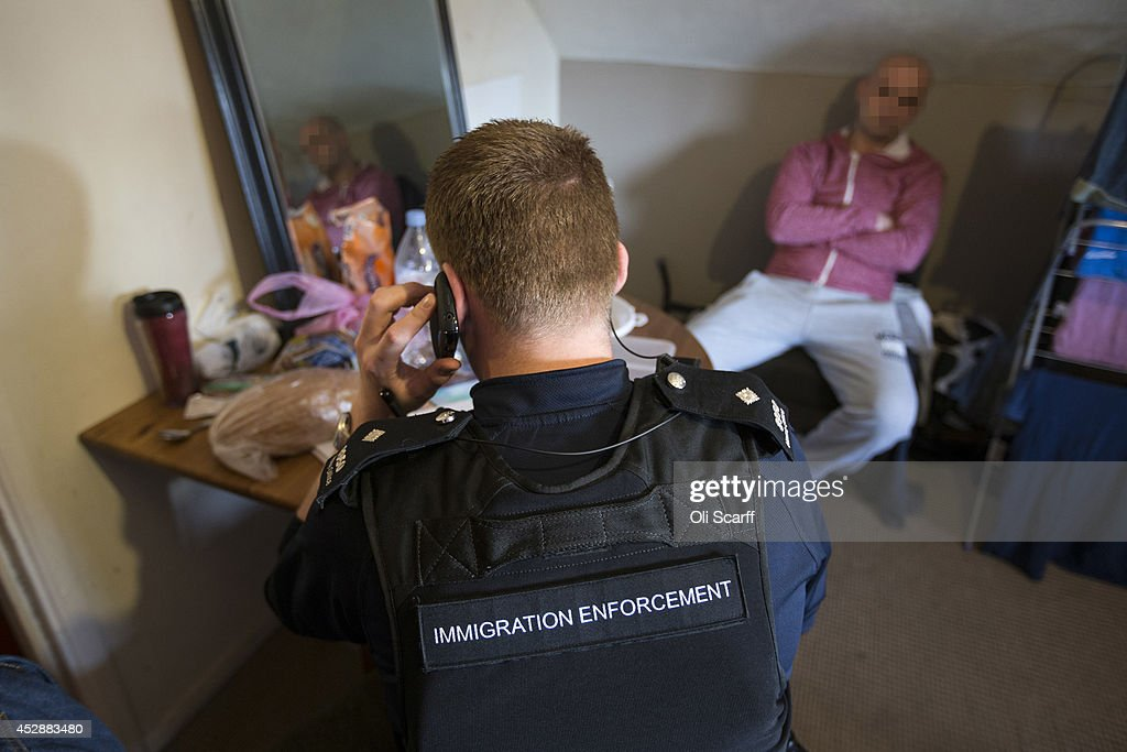 how to become an immigration officer uk