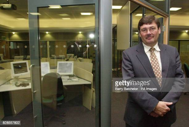 Home Office Under Secretary Bob Ainsworth stands in the permanent joint Fire Police and Ambulance control room at Police HQ in Devizes Wiltshire *...