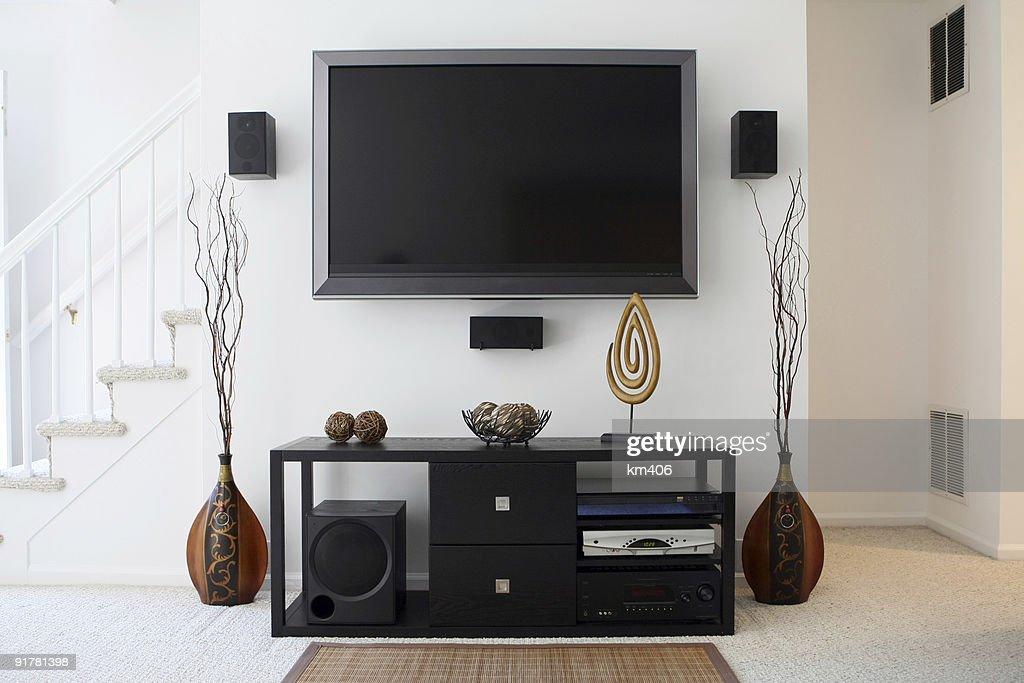 Heimkino System Mit Breitbild Fernseher In Modernem Wohnzimmer