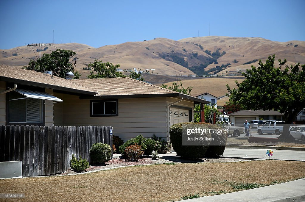 A home with a dead lawn stands in front of hills that are browned with dried grass on July 18, 2014 in Fremont, California. As the severe drought in California contiues to worsen, the State's landscape and many resident's lawns are turning brown due to lack of rain and the discontinuation of watering.