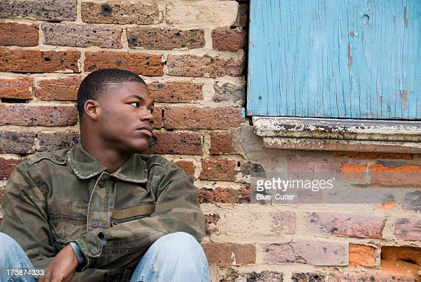 Homeless afroamericana Teen Boy