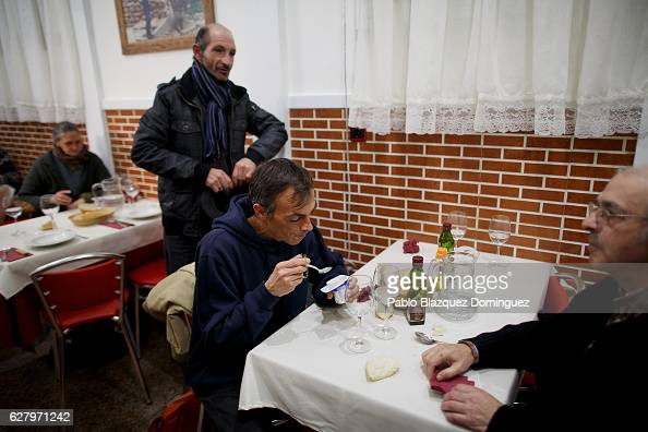 Homeless people have free diner at Robin Hood restaurant on December 5 2016 in Madrid Spain Association Messengers Of Peace 'Mensajeros De La Paz'...