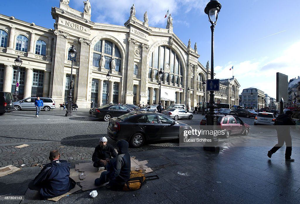 Homeless people sit on the sidewalk outside Gare du nord trainstation in Paris on October 17 2013 According to a disputed report from Le Figaro...
