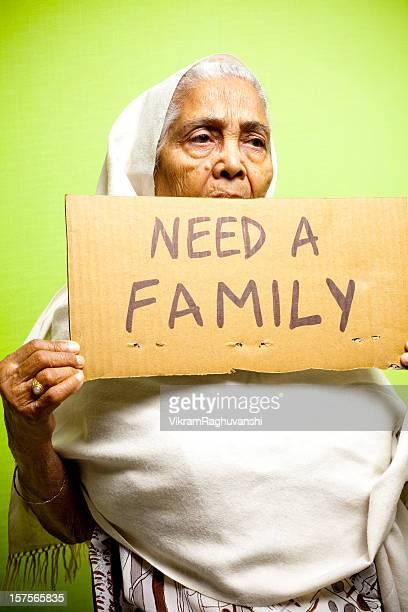 Obdachlos Senior indische Frau Lady weibliche Großmutter Vertikal