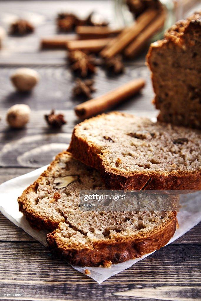 Homemade banana bread with walnuts : Stock-Foto
