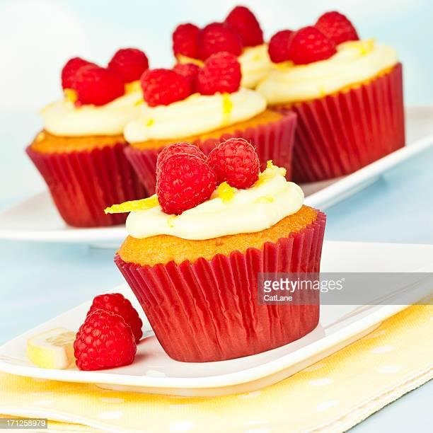 Hausgemachte Zitronen und Himbeer-Cupcakes
