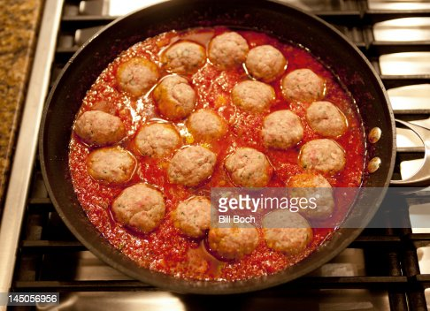 how to cook meatballs on stove in sauce