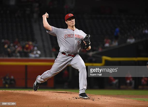 Homer Bailey of the Cincinnati Reds delivers a pitch against the Arizona Diamondbacks at Chase Field on August 28 2016 in Phoenix Arizona