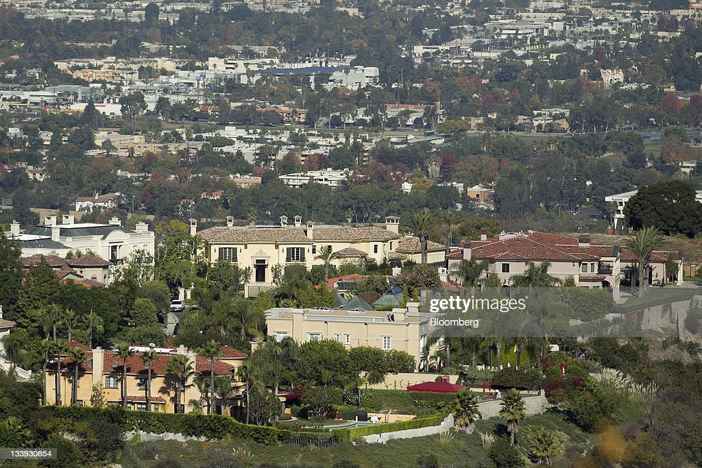 Homes sit in the San Fernando Valley area of Los Angeles, California, U.S., on on Thursday, Nov. 17, 2011. Los Angeles faces an almost $200 million deficit for the 2013 fiscal year and projected pension and salary increases for city employees totaling $479 million through 2015, analysts said this year. Photographer: Andrew Harrer/Bloomberg via Getty Images