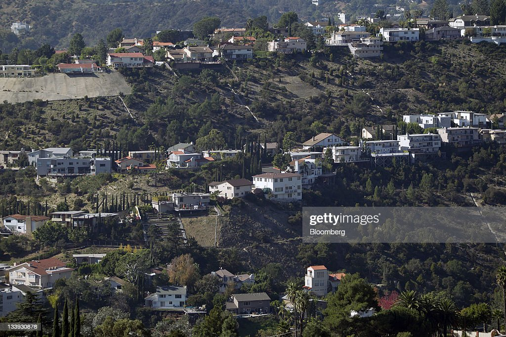Homes sit in the San Fernando Valley area of Los Angeles, California, U.S., on Thursday, Nov. 17, 2011. Los Angeles faces an almost $200 million deficit for the 2013 fiscal year and projected pension and salary increases for city employees totaling $479 million through 2015, analysts said this year. Photographer: Andrew Harrer/Bloomberg via Getty Images