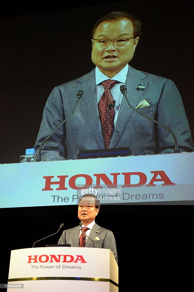 Honda Motor president Takanobu Ito introduces the company's new hybrid sedan 'Accord Hybrid' in Tokyo on June 20, 2013. The new Accord Hybrid achieves high economic efficiency of 30 km per litre while the plug-in hybrid model achieves over 70km per litre. AFP PHOTO / Yoshikazu TSUNO