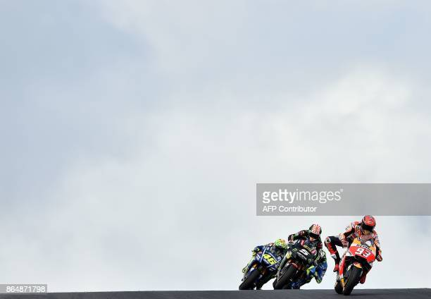 TOPSHOT Honda rider Marc Marquez of Spain leads a pack during the Australian MotoGP Grand Prix at Phillip Island on October 22 2017 / AFP PHOTO /...