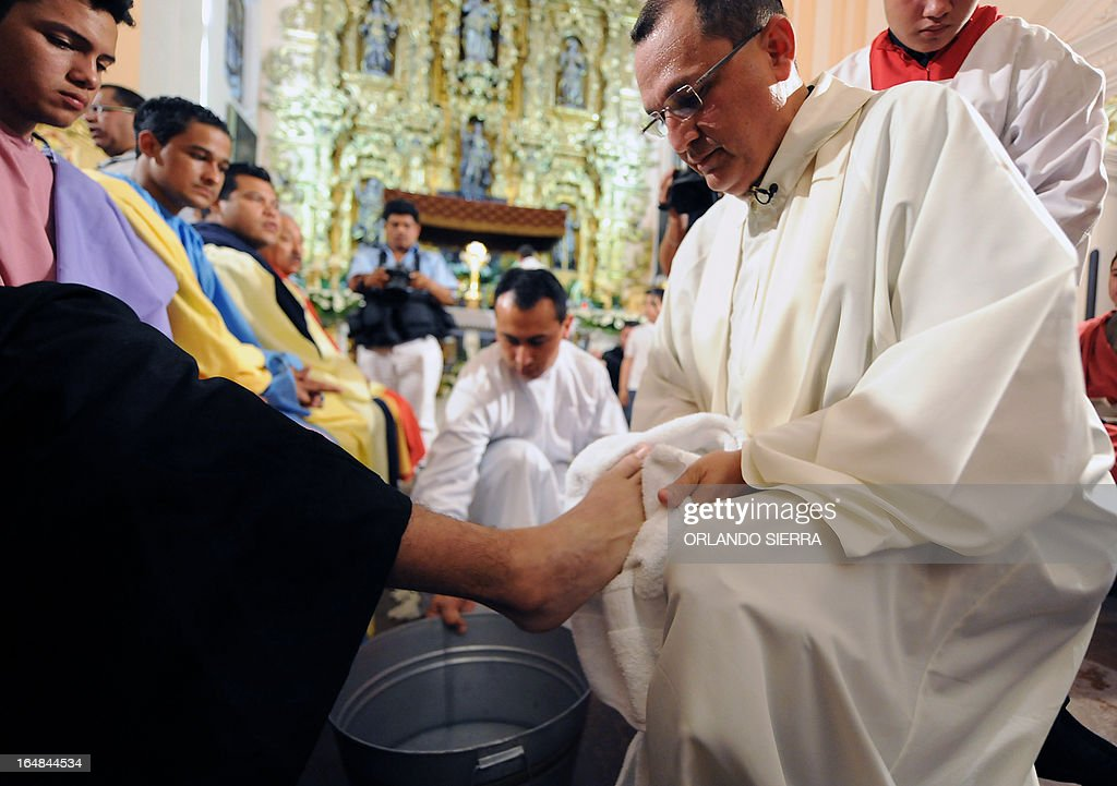 Honduran Archbishop Monsignor Juan Jose Pineda (R) washes the feet of a faithful during a Holy Thursday mass within celebrations for the Holy Week, in Tegucigalpa, on March 28, 2013. AFP PHOTO / Orlando SIERRA