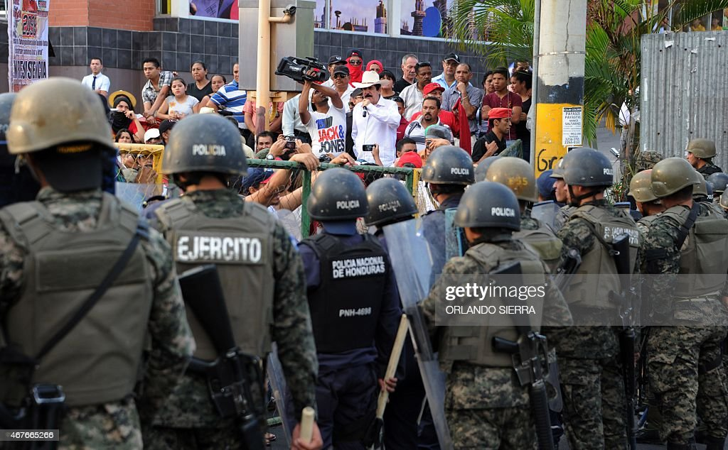 Honduran former president (2006-2009) Manuel Zelaya (C) speaks during a student demonstration in Tegucigalpa in demand of the investigation of the crime of 13-year-old Soad Nicole Ham Bustillo, on March 26, 2015. UNICEF demanded Honduras to investigate the murder of four students after they took part in anti-government demonstrations. AFP PHOTO/Orlando SIERRA