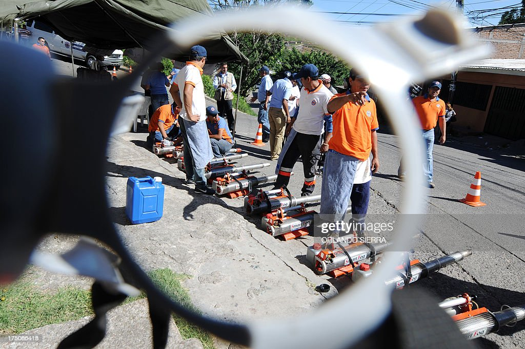 Honduran health personnel prepare to fumigate against the Aedes aegipti mosquito, vector of the dengue fever, in Tegucigalpa on July 31, 2013. Honduras is under a national state of emergency because of the dengue epidemy that has affected 12,000 people and caused 16 deaths so far this year. AFP PHOTO /Orlando SIERRA.