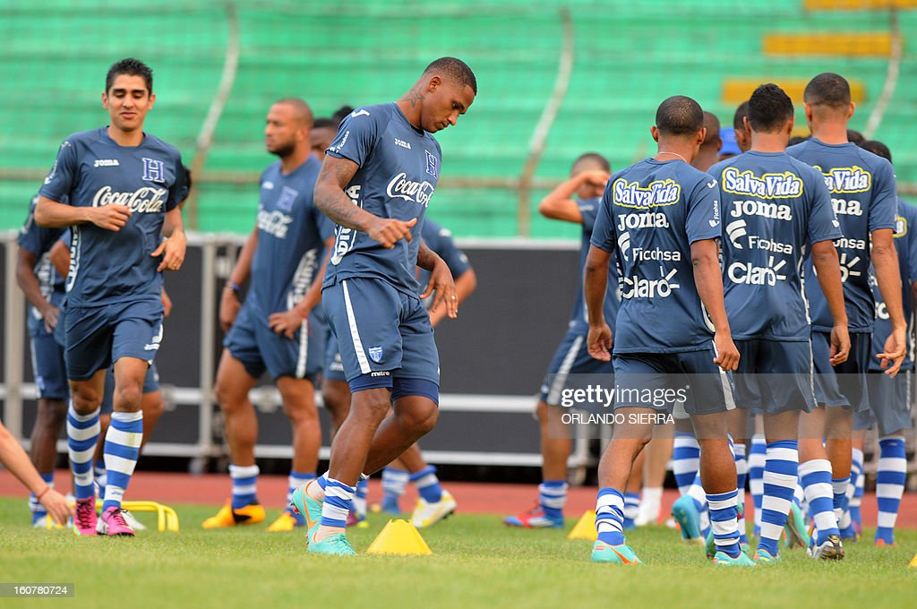 Honduran national football team players train at the Olimpico Metropolitano stadium, in San Pedro Sula, 240 km north of Tegucigalpa, on February 5, 2013. Honduras will face the US on Wednesday in a WC2014 Concacaf qualifier football match. AFP PHOTO/Orlando SIERRA