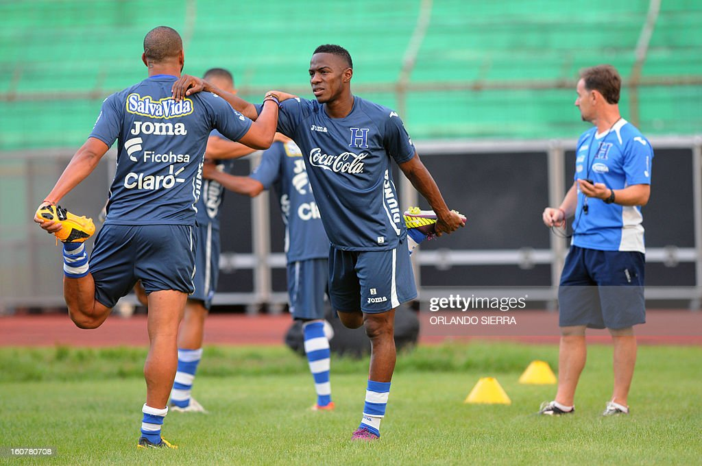 Honduran national football team players Victor Bernardez (L) and Mynor Figueroa stretch during a training session at the Olimpico Metropolitano stadium, in San Pedro Sula, 240 km north of Tegucigalpa, on February 5, 2013. Honduras will face the US on Wednesday in a WC2014 Concacaf qualifier football match. AFP PHOTO/Orlando SIERRA